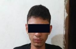 Homem ameaça policiais durante roubo a residência e acaba preso