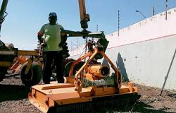 Prefeitura adquire roçadeira nova para melhorar serviços de limpeza da cidade