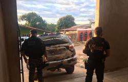 Operação Domínio, deflagrada por força-tarefa, apreende veículos e dinheiro em casa de líder de facção
