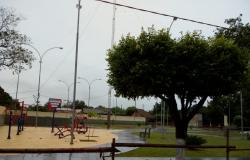 Devido às chuvas intensas, prefeitura adia inauguração da praça na Vila Roda D&#39Água