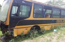 Ex-prefeito e servidores têm bens bloqueados por compra de combustível para ônibus sem roda