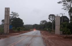 Prefeitura aguarda recuo da rede de alta tensão para conclusão da construção do pórtico de entrada