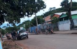 Homem é detido por populares após roubo no bairro São José