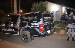 Dois são executados a tiros em casa em Nova Mutum