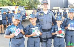 Policiais Mirins promovem blitz para homenagear mulheres no interior