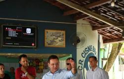 """DEM veta pré-candidato e deixa presidente da Assembleia em """"saia justa"""""""
