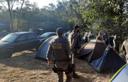 PM flaga mais  de 200 pessoas acampadas em cachoeira  sem máscaras e sem respeitar distanciamento