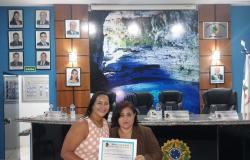 Vereadora Zilmai concede  título de Cidadã Nobrense para jornalista Elisângela Neponuceno