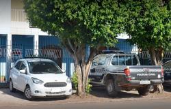 Um adulto é preso e adolescente apreendido em flagrante por roubos cometidos em propriedades rurais de Rosário