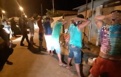 Polícia faz blitz para fiscalizar não cumprimento de toque de recolher em Rosário Oeste