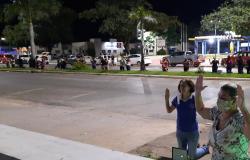 População de Nobres realizou clamor de oração em frente ao Hospital Laura de Vicuña pedindo a cura das pessoas com Covid-19