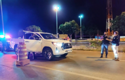 Adolescente é rendido dirigindo caminhonete roubada