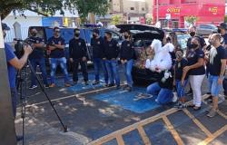 Policiais civis de Tangará da Serra distribuem cestas básicas e ovos de chocolate no domingo de Páscoa