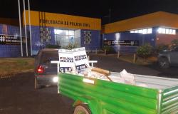 PM detém trio que tentava furtar carga de milho com carreta em movimento