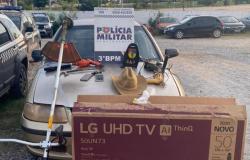 Policiais recuperam Gol e produtos levados de fazenda em Acorizal