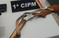 Homem é preso depois de agredir casal com carabina no Paraíso de Manso