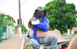 Carroceiros são vacinados contra a covid-19 em Cuiabá