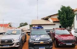Polícia Civil recupera duas caminhonetes produto de golpe em locadoras e que seriam levadas para a Bolívia