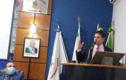 Vereador  Eliés responde  críticos  plantonistas de  grupos  de wathssap