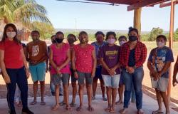 Cartões do Ser Família Emergencial são entregues na aldeia indígena Santana Bakairi