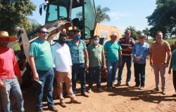 Prefeito e vereadores saem em comitiva visitando zona rural de Nobres