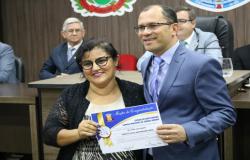 Vereadores aprovam projeto de resolução e Fabinho promulga o título >Elisangela Neponuceno> para homenagear os jornalistas