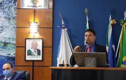 Prof. Eliés diz que Marcos Cheba estava ofuscando pessoas que por lá passaram