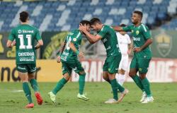 Cuiabá vence Athletico-PR, se reabilita e sai da zona de rebaixamento