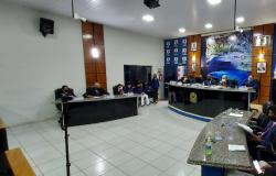 Vereadores pedem reabertura de secretaria em Nobres