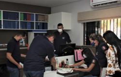 """Equipe do Setor de Engenharia entregam projetos  do  """"mais obras """"  em Nobres"""