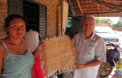 Técnicos da Empaer fomentam produção de algodão orgânico colorido em comunidade indígena