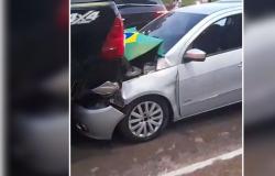 Seis carros ficam engavetados durante carreata a favor do Bolsonaro em MT