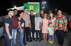 Prefeito Emanuel Pinheiro entrega nova praça pública