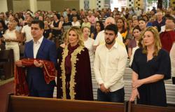 Fé e tradição leva centenas de fiéis às ruas do Centro em procissão ao padroeiro Bom Jesus de Cuiabá