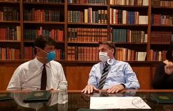 Coronavírus: Bolsonaro e ministro usam máscara em transmissão ao vivo por rede social