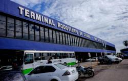 Empresas fecham guichê e mantém suspensas viagens internas