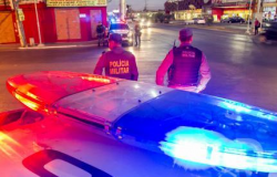 Clientes e funcionários são rendidos por 4 assaltantes em farmácia de Cuiabá
