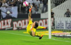 Corinthians despacha o São Paulo nos pênaltis e avança à final do Paulistão