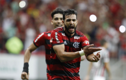 Flamengo vence o clássico com Fluminense no Mané Garrincha