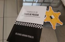 Delegado Adriano Peralta lança livro de sua trajetória policial