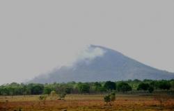Incêndio no morro de Santo Antônio chega ao quarto dia