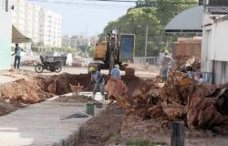 Reconstrução da canalização de córrego prossegue pela Rua Rui Barbosa