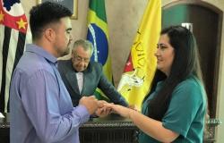 Juiz de paz surpreende noivos com promessa durante os votos no interior de SP: &#39Prometo não agredi-la&#39