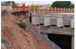 Ponte que integra obra na trincheira da Guia está com erosão que coloca em risco estrutura de pista.
