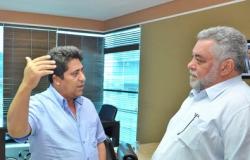MP pede bloqueio de R$ 2 mi de 2 ex-prefeitos e empresário