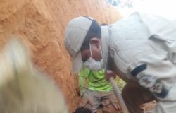 Homem é resgatado ser soterrado em obra de vala da rede de água