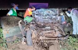Três morrem em acidente envolvendo carro e carreta na MT-235