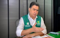 """Pinheiro rebate críticas da oposição: """"É um samba de uma nota só"""""""