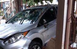 Motorista invade casa e atropela criança de seis anos que brincava com amigos
