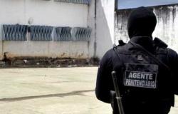 Policial penal que atuava como mesário é detido por apontar arma para eleitor